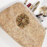 St Valentin! Trousse maquillage coloris sable et paillettes or.