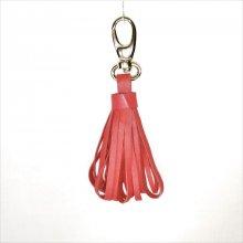 Bijou de sac pompon cuir d'agneau coloris rouge orangé.