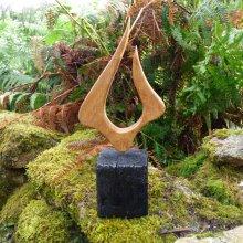 'La flame' sculpture en chêne du Morbihan