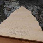 Bas relief à sculpter montagne et gentianes, ébauche tilleul