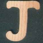 Lettre J en bois de frene, hauteur 5 cm