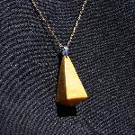 pendentif forme pyramide a pointe de diamant