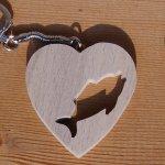 porte clef coeur et poisson cadeau original et utile pour un pecheur, bois massif fait main