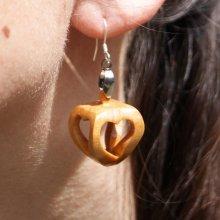 boucle d'oreille forme 4 coeurs ajourés bois de merisier