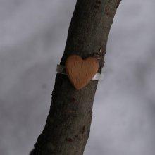 Bague cabochon en bois forme coeur Hetre