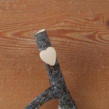 Bague cabochon en bois forme coeur erable largeur 20mm