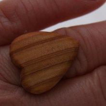 Bague cabochon en bois forme coeur if largeur 20mm