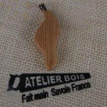 pendentif vague en bois de meleze massif, ciré bijou éthique, fait main