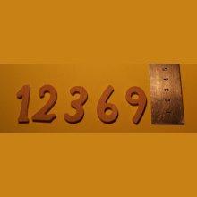 Chiffres 1,2,3,6,9 en bois ht 3.2cm ep 3mm en bois de hetre pour pendule