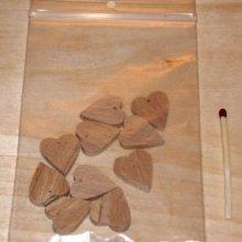 10 coeurs miniatures percés a suspendre, a decorer