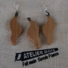 Parure vague en bois de meleze, boucles et pendentif fait main