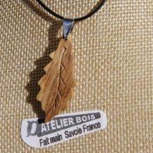 pendentif feuille de chêne en bois de Chêne ciré bijou éthique, fait main