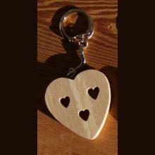 porte clef coeur et coeurs decoupés Saint Valentin, noces de bois