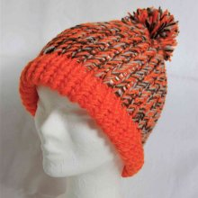 Bonnet enfant tricoté main en laine orange, gris et marron
