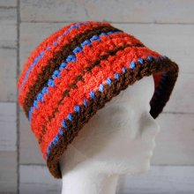 Chapeau adulte ou adolescent crocheté main couleur orange, marron et bleu