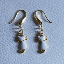 Boucles d'oreilles dorées aux Chats blancs