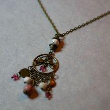 Collier au pendentif bohème et pierres naturelles