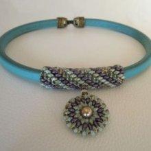 Collier cuir et pendentif  en perles Violet/vert en Kit