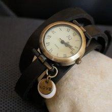 Montre bracelet cuir breloques sequins Love à personnaliser