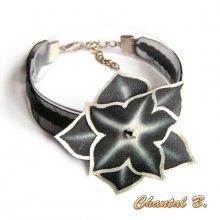 Bracelet noir ruban sequins et sa fleur soie noire et argent peinte main