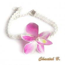 Bracelet orchidée adaptable en bandeau cheveux dentelle guipure blanche et sa fleur orchidée de soie rose mariage