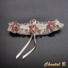 jarretière mariage satin et dentelle ivoire fleurs soie chocolat romantique personnalisable