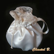 Petite bourse de mariée ou demoiselle d'honneur satin ivoire et dentelle