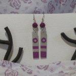 boucles d'oreille argentée et violette pour oreilles percées
