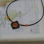 Pendentif pour Femme en Ardoise Emaillée Monté sur un Cordon de Silicone habillé de Perles, Création Unique