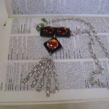 collier long moderne en ardoise et cabochons de verre blac dépoli