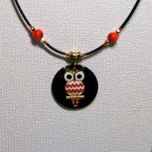 collier pendentif chouette émaillée orange sur cordon silicone noir
