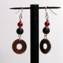 boucles d'oreille longues rouge, noire et cuivré sur pendant pour oreilles percées