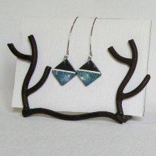 Boucles d'oreille ardoise émaillée bleu et blanc fait main