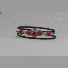 bracelet manchette rjose et vert avec fleur sur perle charme