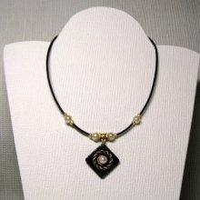 collier pendentif perles et or