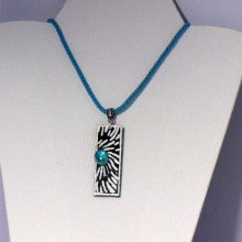 Pendentif pour Femme en Ardoise Emaillée Blanc sur cordon de Coton Turquoise, Création unique