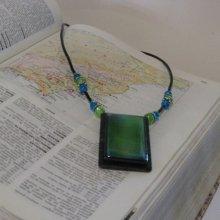 Collier Vert et Bleu pour Femme en Ardoise et Résine sur Cordon de silicone Noir, création artisanale