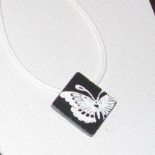 Pendentif pour Femme en Ardoise Emaillée d'un Papillon Blanc monté sur un Cuir et une Chaine blanc, Création Unique