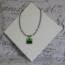 Collier Pendentif  Vert et  Noir sur Silicone et Perles, Création Artisanale Unique
