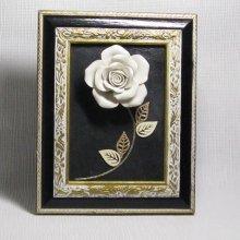 tableau rose céramique écrue sur ardoise
