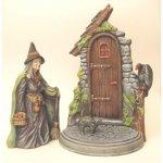 sorcière devant sa maison
