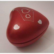 Boîte en coeur rouge