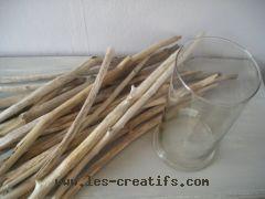 Customiser un vase en bois flotté