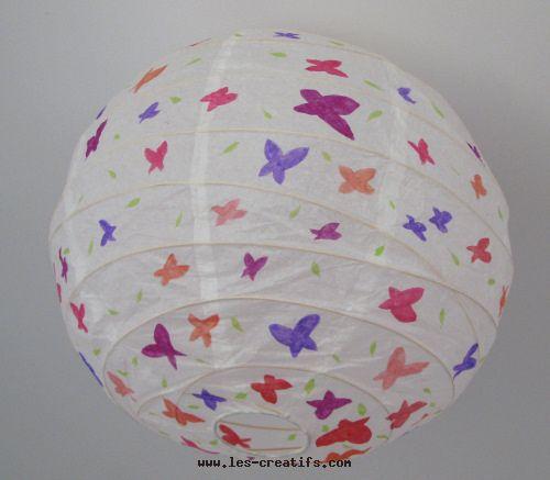 Lustre papier aux papillons for Lustre pour chambre bebe