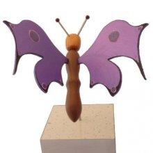 Papillon violet électrique sur socle à poser sculpture en bois