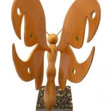 papillon en hêtre, érable et châtaignier sur socle en marbre italien Terrazzo à poser sculpture en bois