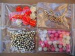Bel ensemble de perles pour fabriquer un collier ou autre, tons beige/rose
