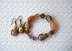 Bracelet+boucles d'oreilles en verre et agate tons orangés et marron sur élastique