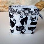 Pochon réversible et 7 lingettes démaquillantes lavables, coton, chats noirs, fond blanc