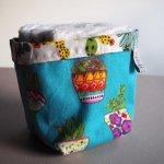 Pochon réversible et 7 lingettes démaquillantes lavables, coton, cactus fond bleu